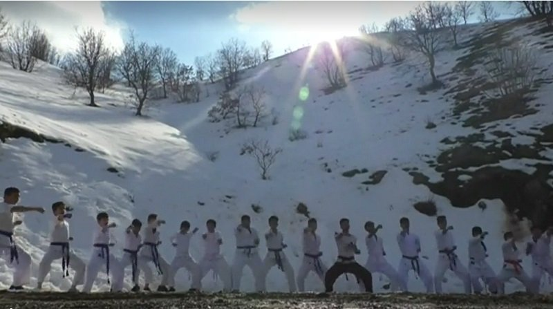 In the Iraqi province invented a new kind of training karate – do in the snow